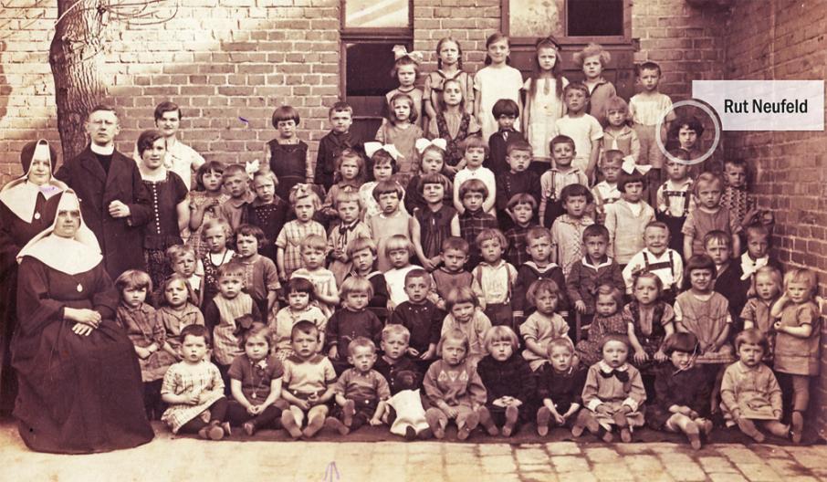 Gruppenaufnahme der Kinder in der Spielschule von 1931